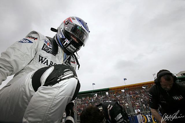Is Raikkonen preparing to climb back into McLaren?